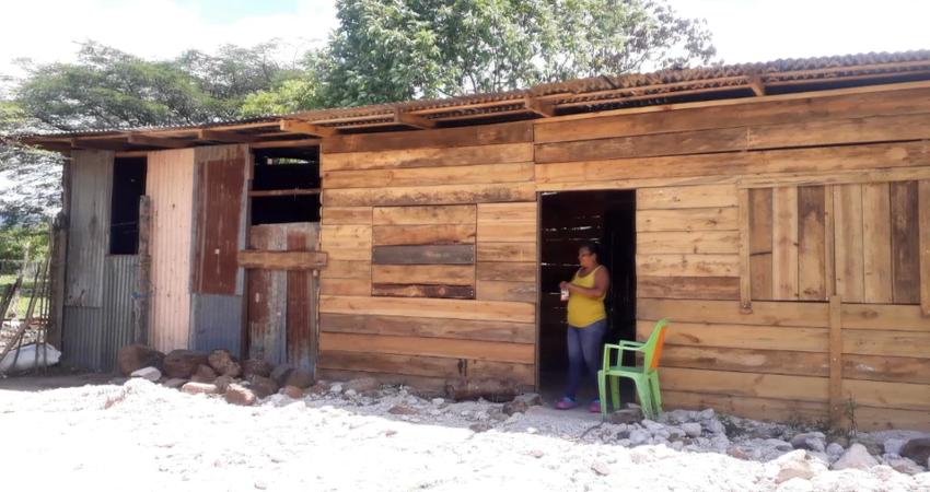 Reconstruyen vivienda de familia afectada por incendio