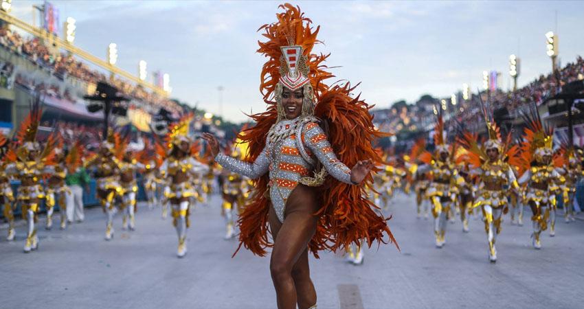 El carnaval de Río, uno de los más famosos del mundo, se había aplazado para julio, pero autoridades afirman que es poco tiempo para organizarlo.
