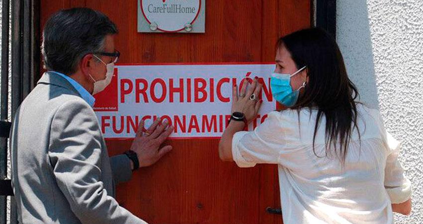 Autoridades de salud denunciaron a la clínica por vender documentos que certificaban que el supuesto paciente no había contraído la enfermedad.
