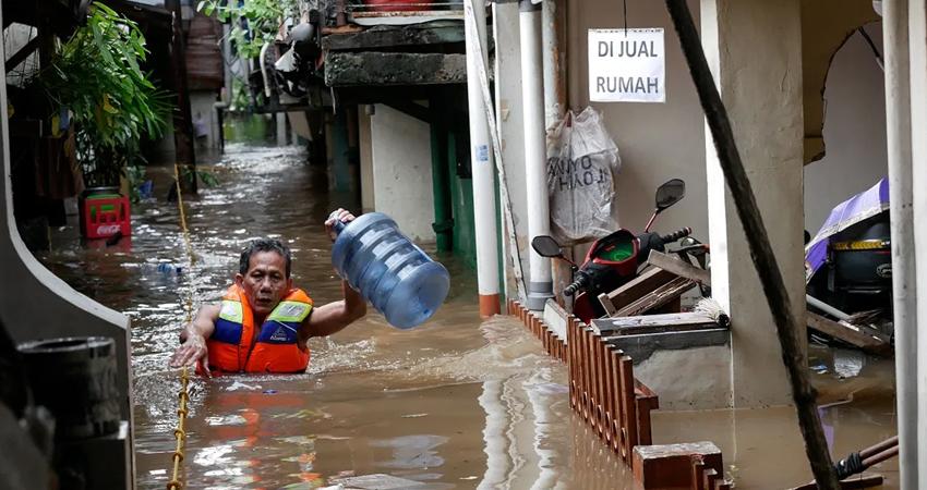 Al menos 86 personas murieron en Indonesia y otras 71 seguían desaparecidas.