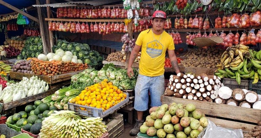 Durante la temporada de Semana Santa, el Mercado Alfredo Lazo en Estelí y el Mercado de Sébaco estuvieron muy concurridos por clientes que buscaban productos típicos de la temporada.