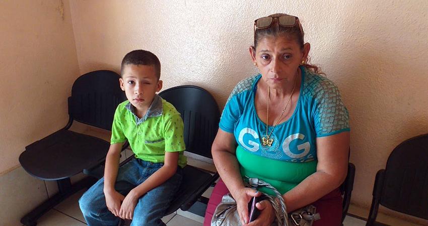 El pequeño Elkin junto a su abuela. Foto: Alba Nubia Lira/Radio ABC Stereo