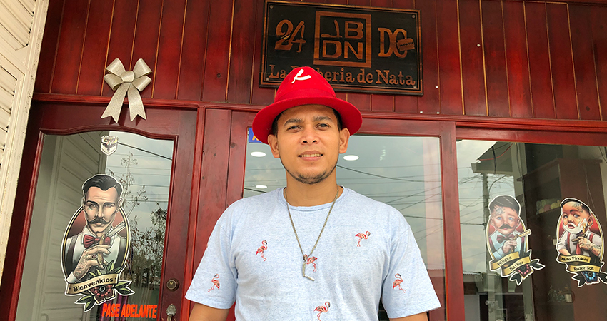 Natanael Hidalgo, talentoso barbero de Estelí. Foto: Isaac Rodríguez/Radio ABC Stereo