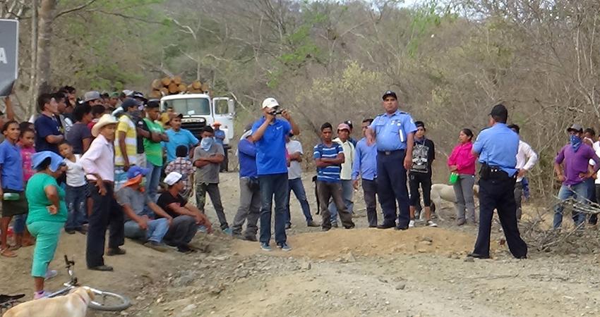 Pobladores se reúnen con autoridades de Mozonte para pedir un alto al despale