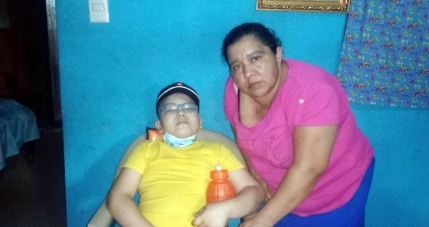 Isaac Ernesto fue diagnosticado con leucemia, él vive con su familia en Somoto y debe viajar frecuentemente a Managua para recibir quimioterapia. Su familia pide apoyo para cubrir los gastos de transporte.