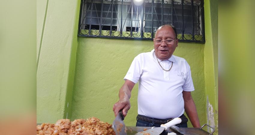 Oscar Enrique Moreno, taquero esteliano. Foto: Famnuel Úbeda/Radio ABC Stereo