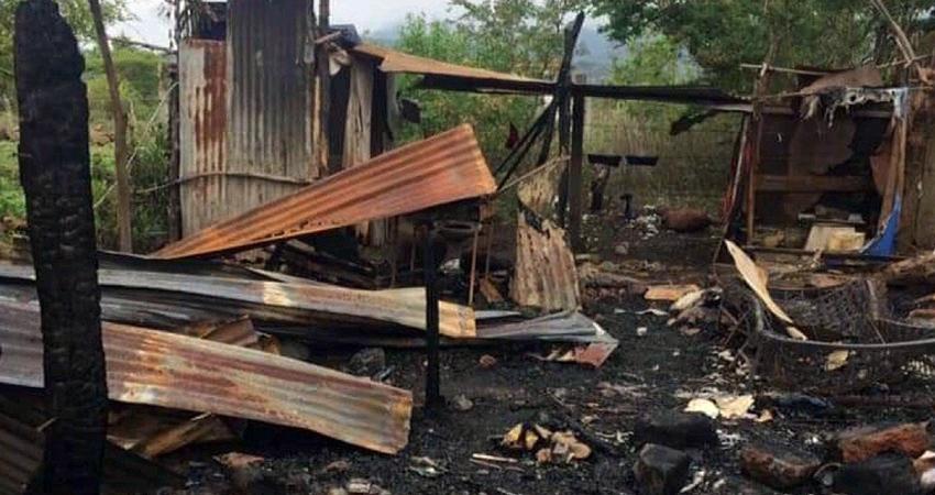 Familia esteliana habita entre escombros tras incendiarse su vivienda