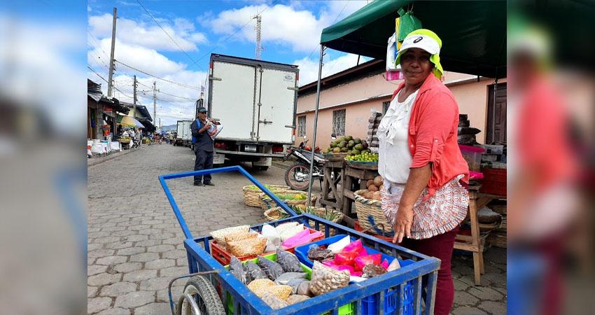Silvia Gutiérrez sale todos los días a las calles de Estelí en busca del sustento para su familia. Trabaja desde los 7 años y demuestra que se puede salir adelante.