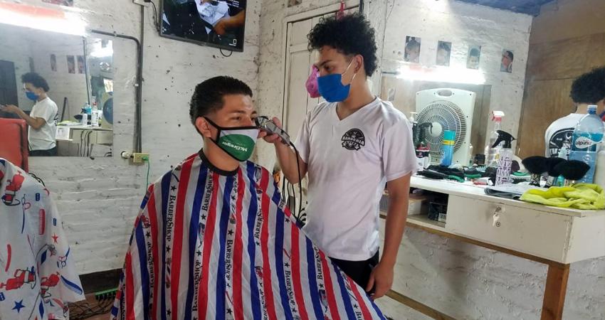 Barberías toman mayores medidas para brindar seguridad a sus clientes