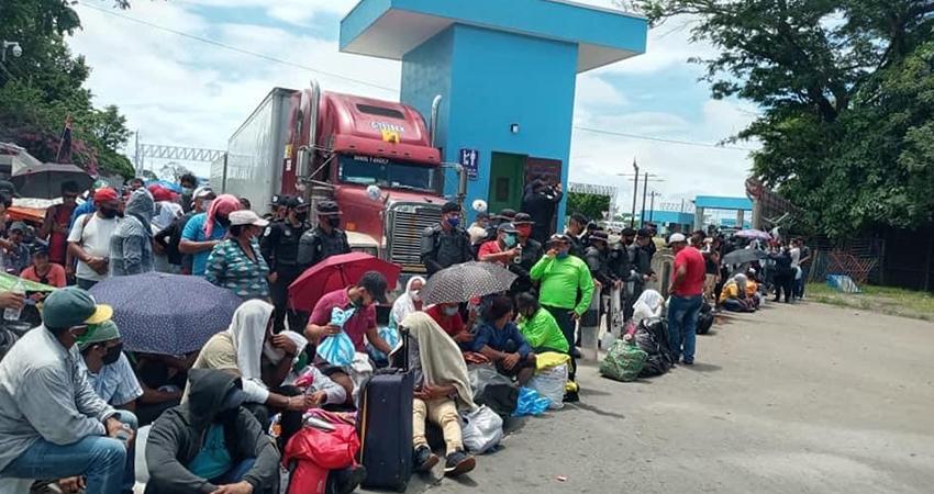 Desesperación entre nicaragüenses varados en las fronteras
