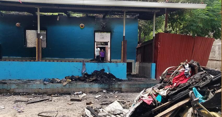 El incendio ocurrió mientras la familia andaba en un entierro. Foto: Roberto Mora/Radio ABC Stereo