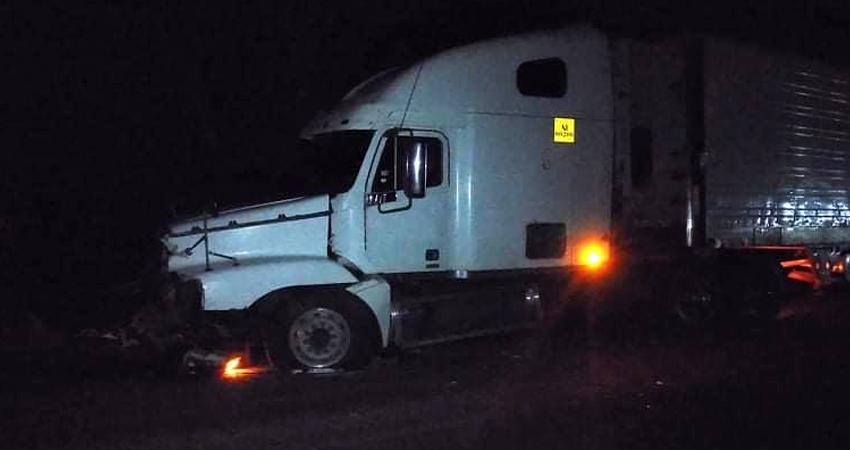 De forma instantánea perdió la vida Edys Omar Fuentes, quien impactó de frente contra un furgón. Según testigos, la víctima presuntamente invadió carril.