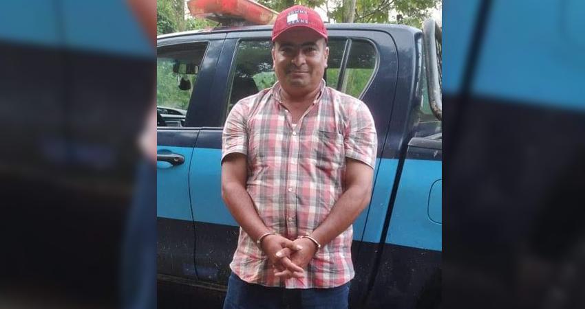 Efraín Rayo fue detenido por el crimen de un padre y sus dos hijos, quienes fueron asesinados a balazos. La familia del señalado alega inocencia.