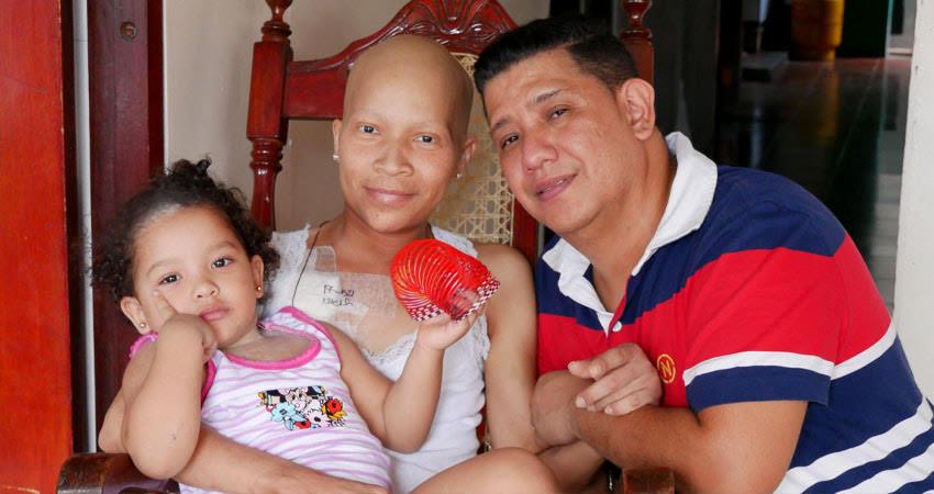 """La unión hace la fuerza. A través de la exitosa campaña """"Unidos por Hyman"""", se logró conseguir el dinero y el tratamiento que necesita Hyman María Castillo, una joven madre con Cáncer de Lengua que podrá ser atendida en Costa Rica."""