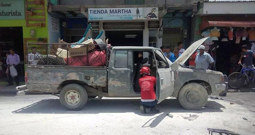 En menos de 24 horas dos vehículos han tomado fuego en calles céntricas de Estelí. Esta vez fue una camioneta usada como acarreo, en la que viajaban tres personas, incluido un menor de edad.