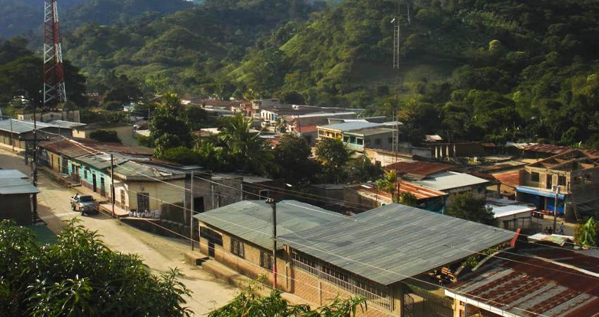 Promueve entrega de productos para prevenir el coronavirus en San Juan de Río Coco