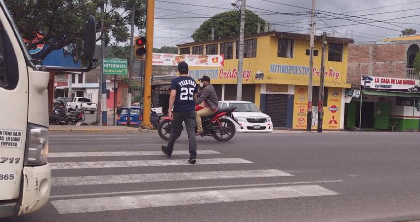 El tránsito ordenado garantiza seguridad para los peatones