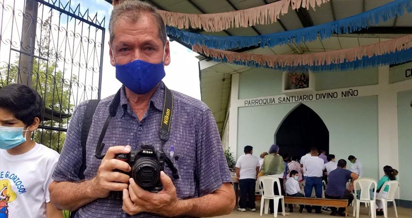 Bautizos y promociones son las ocasiones en las que los fotógrafos tradicionales buscan trabajo. Foto: Roberto Mora/Radio ABC Stereo