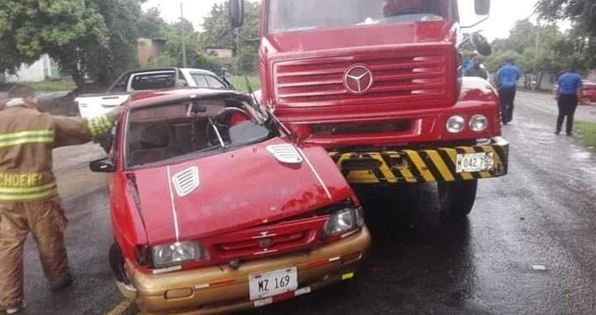 Según testigos, el conductor del carro intentó ingresar a la vía repentinamente. Foto: Cortesía