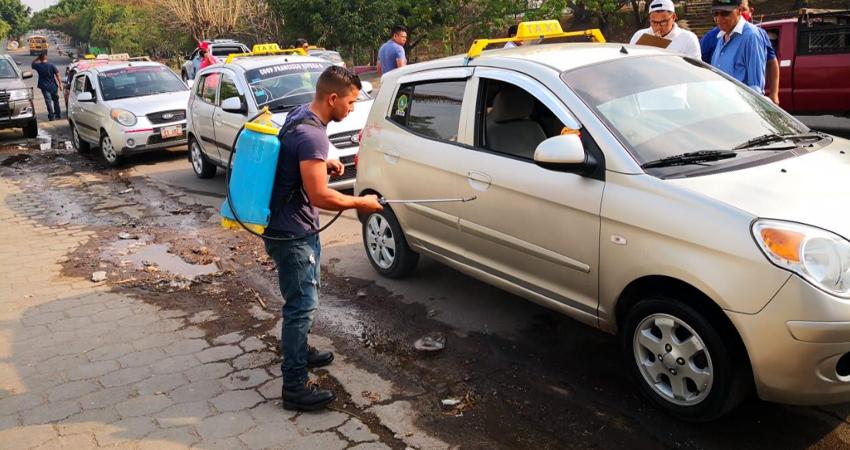 Se mantiene desinfección de taxis en Estelí