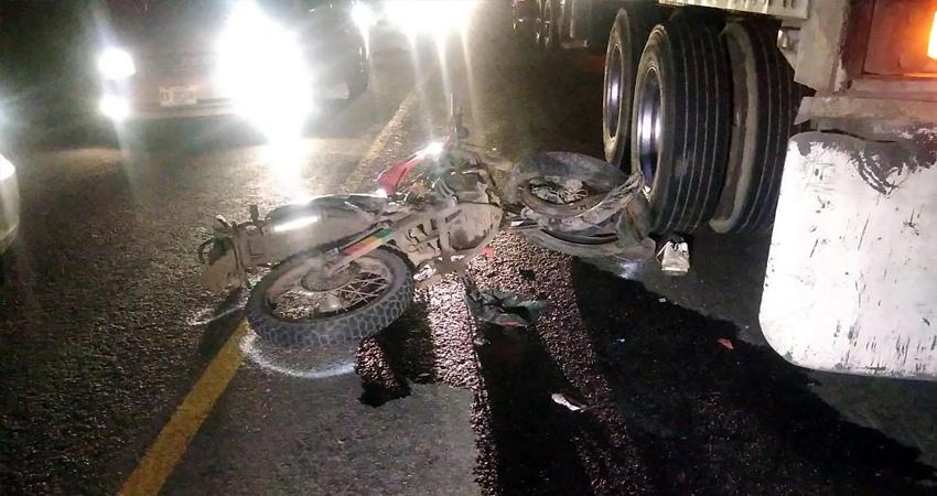 El acompañante que viajaba en la motocicleta resultó con graves lesiones. Foto: Juan Fco. Dávila/Radio ABC Stereo