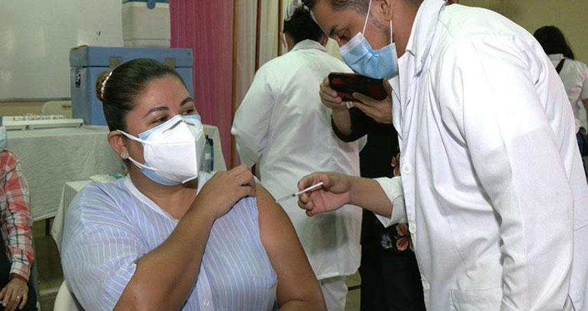 Para el sacerdote Pastor Rodríguez es importante invertir en la compra de vacunas, ya que las que se han estado aplicando han sido mediante donaciones de otros países.