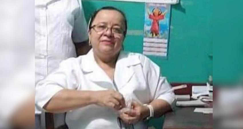 Tiburcia Cruz sirvió muchos años a los enfermos que asistían al Hospital Pedro Altamirano de La Trinidad, hasta que recientemente se enfermó y lamentablemente falleció. Sus colegas la despidieron entre lágrimas y aplausos.