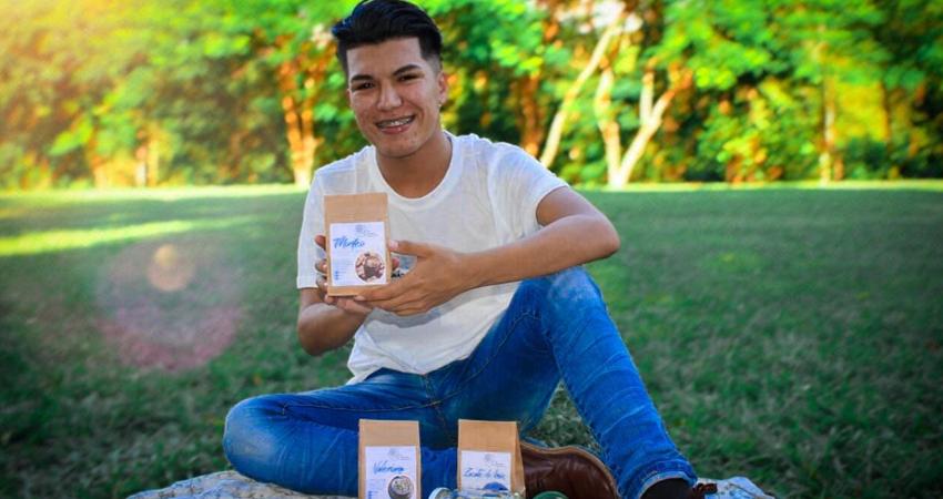 El estudiante universitario ha logrado conseguir apoyo y sus productos están disponibles en distintos puntos de venta. Foto: Cortesía/Radio ABC Stereo