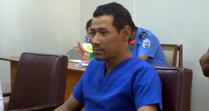 José Manuel Cruz recibió una condena de 15 años por haber matado a su madre a pedradas mientras ella cocinaba. La defensa pidió que lo internaran en un centro psiquiátrico porque el acusado padece de trastornos mentales.