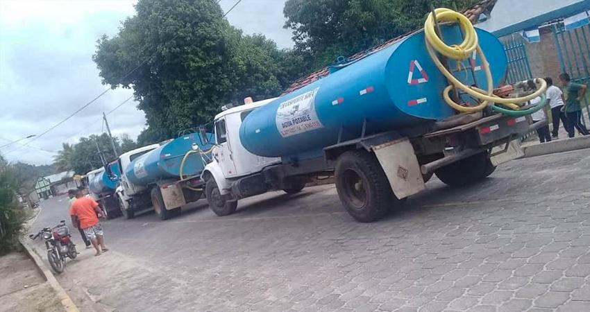 Después de algunos días sin el vital líquido, las cisternas han empezado con el abastecimiento a los pobladores de Susucayán, mientras ENACAL repara los suministros dañados por la lluvia.