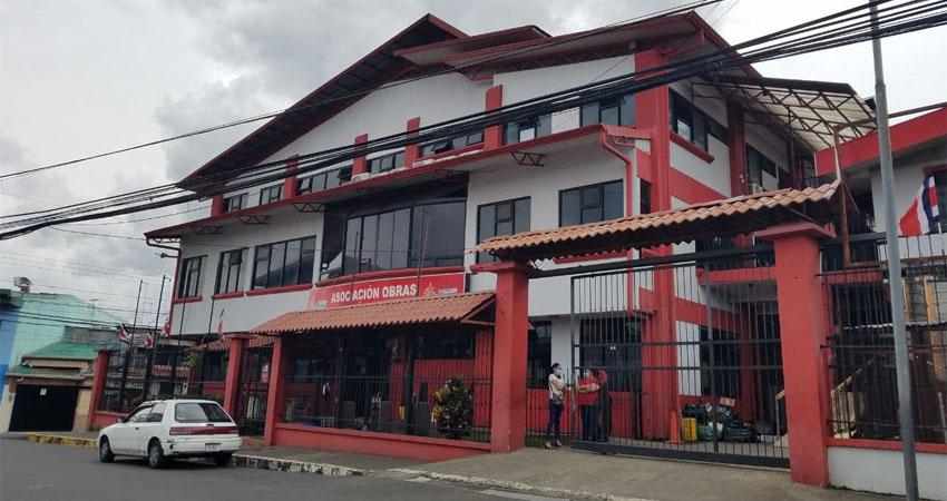 La asociación tiene proyectos sociales en varias partes de Costa Rica. Uno de los comedores está en una parroquia de San José, donde muchas familias nicaragüenses acuden para recibir sus tres tiempos de comida.