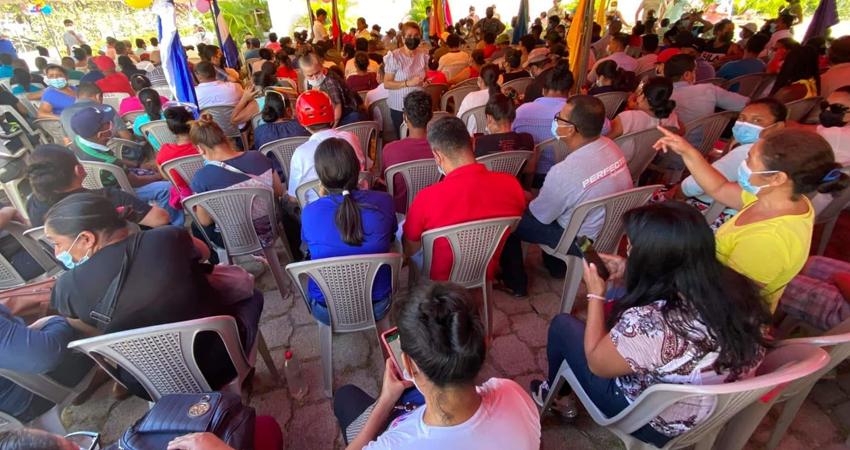 Al igual que en otros municipios, las filas en Nueva Segovia se empezaron a formar desde tempranas horas del martes con el fin de conseguir un cupo para la aplicación de la vacuna.