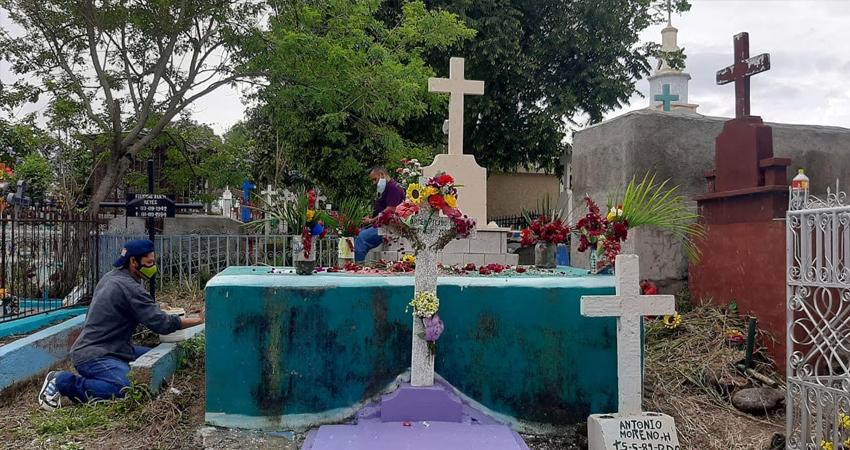 Se estima que como medida preventiva, algunas familias optaron por no visitar los cementerios.