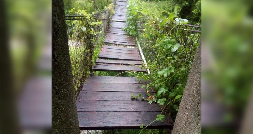 Desde hace dos años sufren por el mal estado de los puentes, situación que dificulta la movilización de los pobladores.