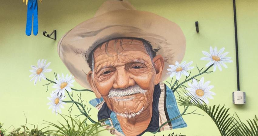 El nuevo mural está ubicado dentro de Click Food Park. Foto: Alba Nubia Lira/Radio ABC Stereo
